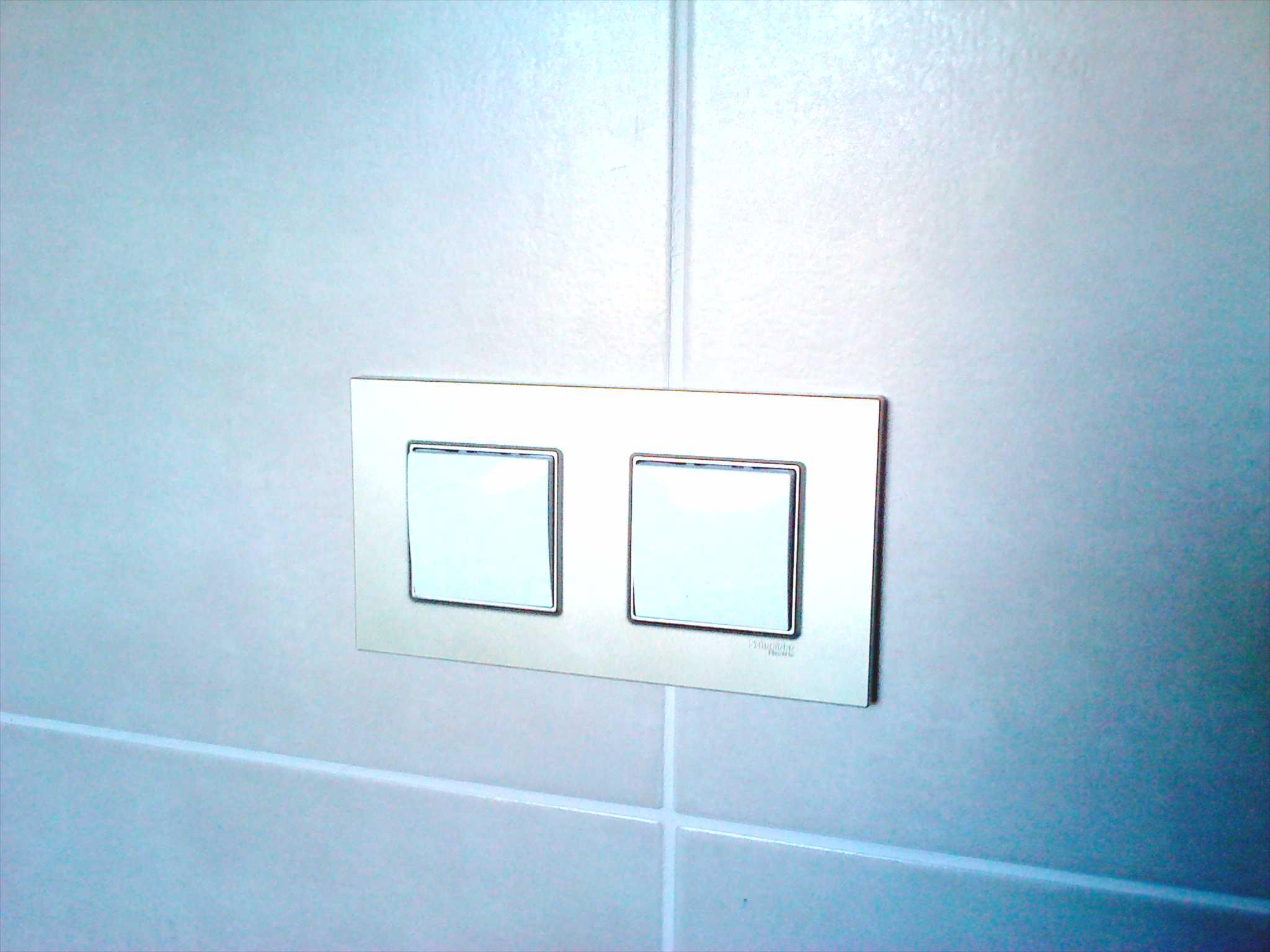 schneider-unica-quadro-titanium-koupelna.jpeg